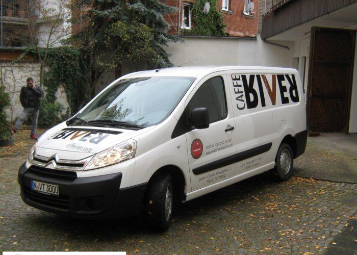 Fahrzeugbeklebung aus geplotteten Marken-Hochleistungsfolien - immer in Top-Qualität !