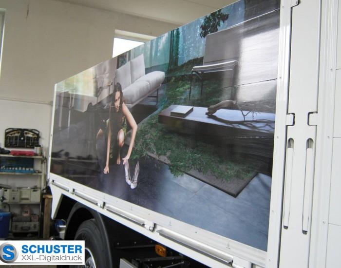 Werbung auf einem LKW-Anhänger mir Digitaldruck und Schutzlaminat.